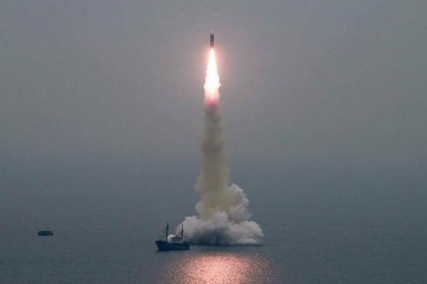 지난해 10월 북한 신형 잠수함발사탄도미사일(SLBM) '북극성-3형'의 시험 발사 장면. 노동신문 홈페이지 캡처